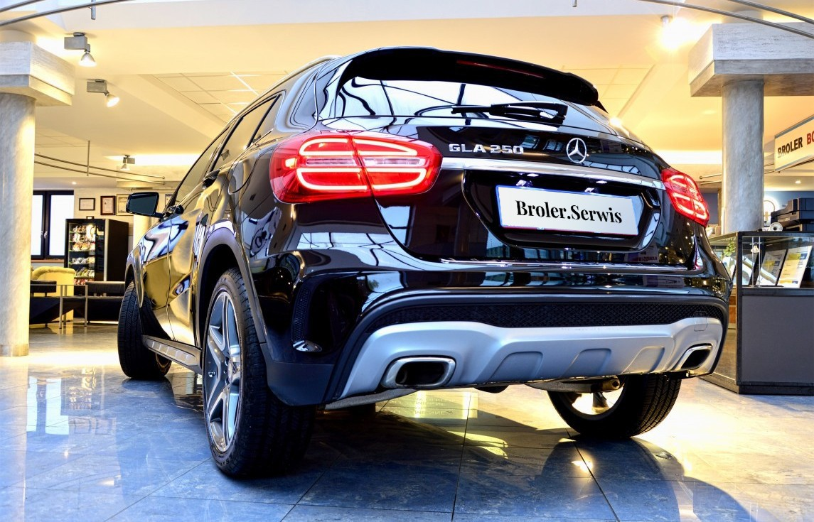 Mercedes GLA 250 on offer of the Broler.Serwis showroom